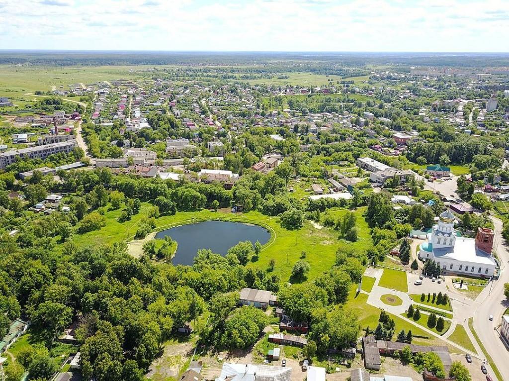Парк культуры и отдыха и Соборная площадь в Александрове с высоты птичьего полета
