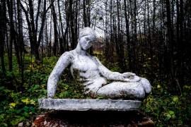 Последняя скульптура в старом парке, г. Меленки