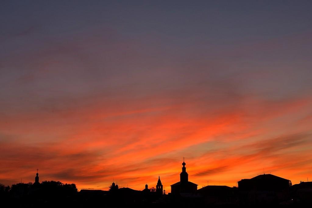Яркий, осенний закат во Владимире 05