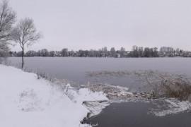 Лед сковал берега Содышки ( конец ноября, Владимир)