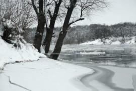 Первый лед на Клязьме и первые рыбаки.