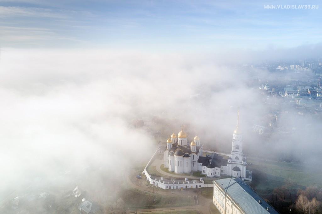 Туманное утро ноября во Владимире 01