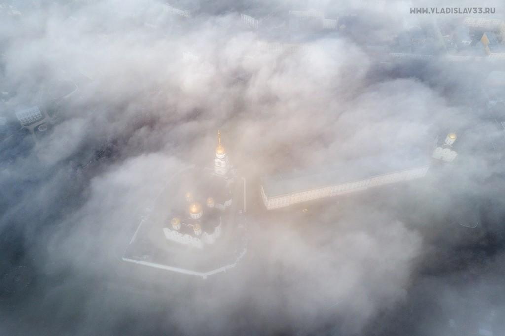 Туманное утро ноября во Владимире 02