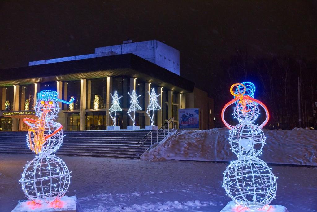 Как украсили театральную площадь Владимира 07