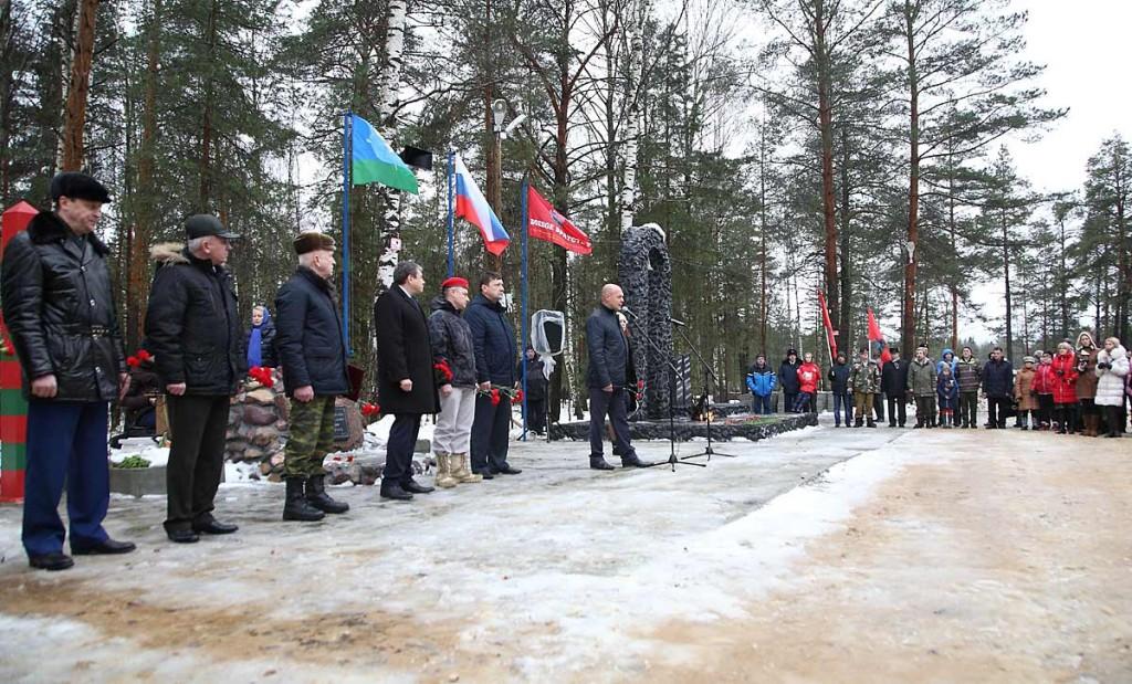 Открытие памятника Герою Советского Союза В.Ф. Маргелову в Мелехово 03