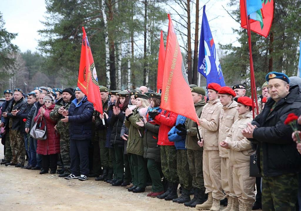 Открытие памятника Герою Советского Союза В.Ф. Маргелову в Мелехово 04
