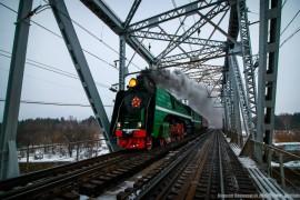 Советский магистральный паровоз П-36-110 с экскурсионным вагоном РЖД-тур