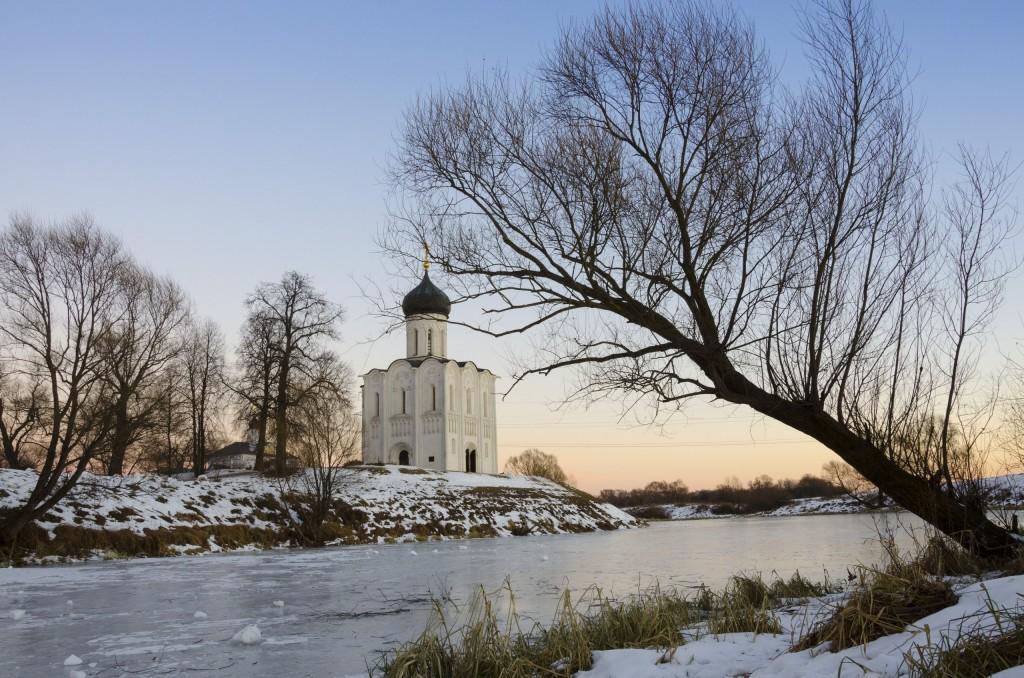 Церковь Покрова на Нерли в декабре 2017 03