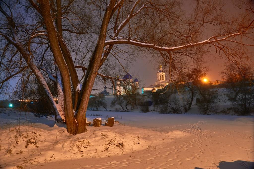 Покрова-на-Нерли, вот такая подсветка в вечернее и ночное время теперь 02