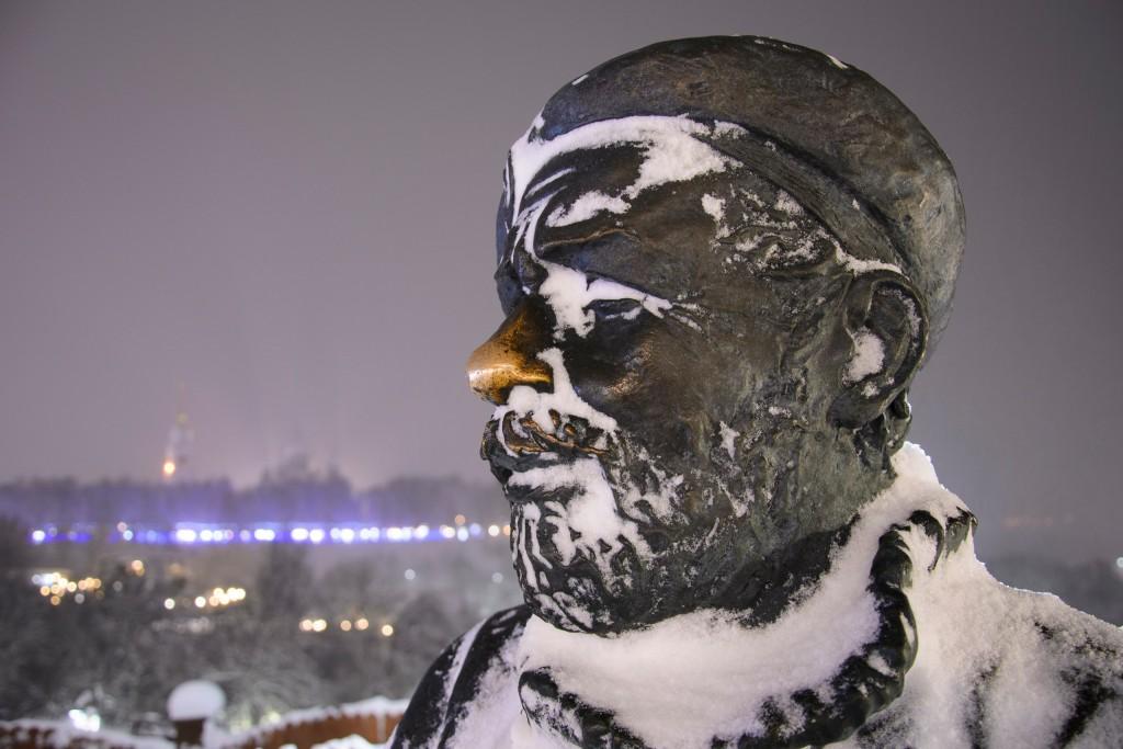 Счастливые носы владимирских статуй 02