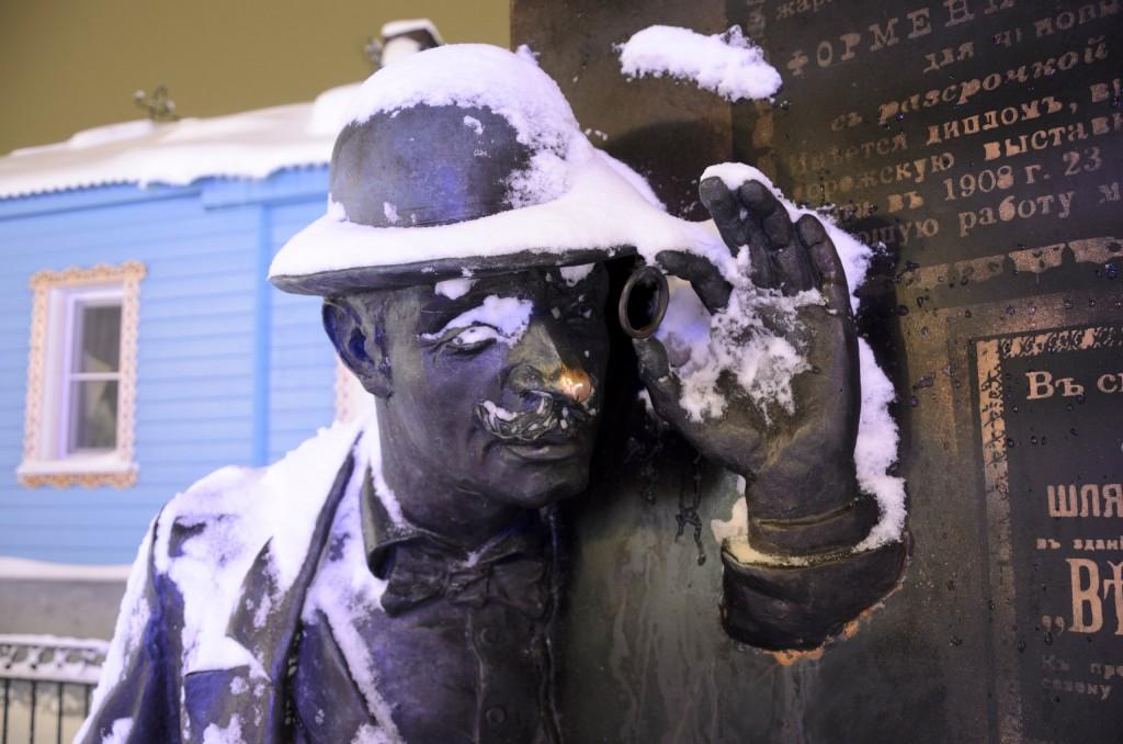 Счастливые носы владимирских статуй 03