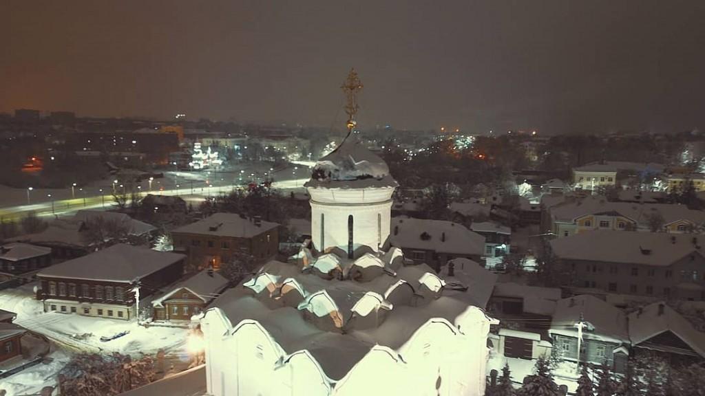 Завершение Казанского храма во Владимире, ночной вид с высоты.