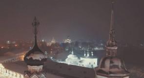 Купола Воскресенского храма в Суздале, ночной вид с высоты.