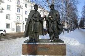 Памятник Петру и Февронии Муромским в Архангельске, март 2018