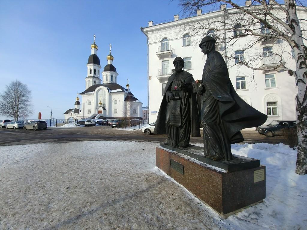 Памятник Петру и Февронии Муромским в Архангельске, март 2018 02