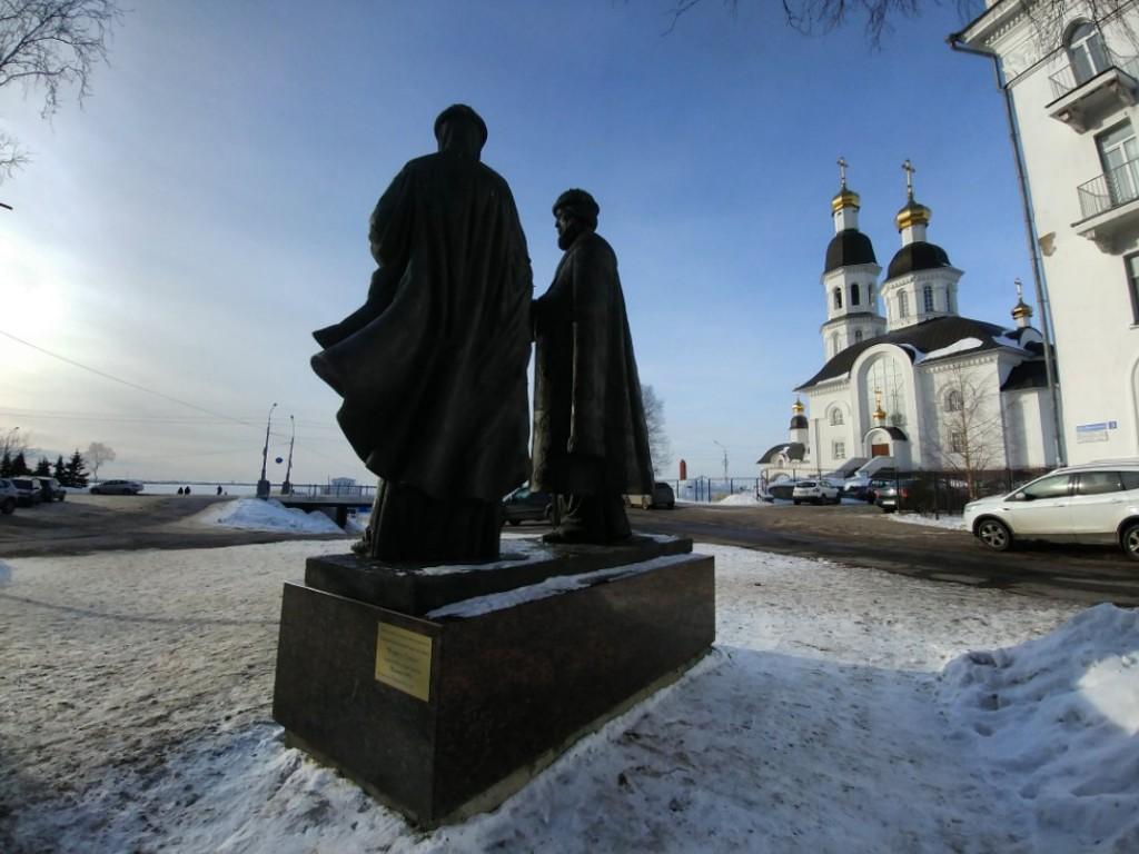 Памятник Петру и Февронии Муромским в Архангельске, март 2018 03