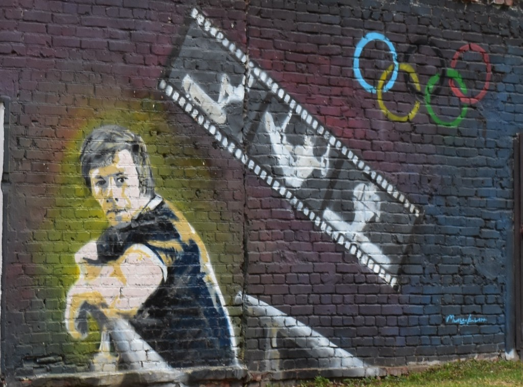 Граффити во дворе дома, где жил лучший гимнаст 20 века Николай Андрианов. Город Владимир.