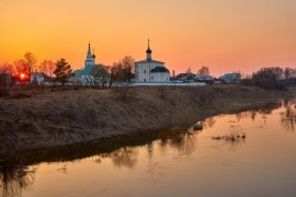 Закат в Кидекше (апрель, Суздальский район, храмовый комплекс Бориса и Глеба)