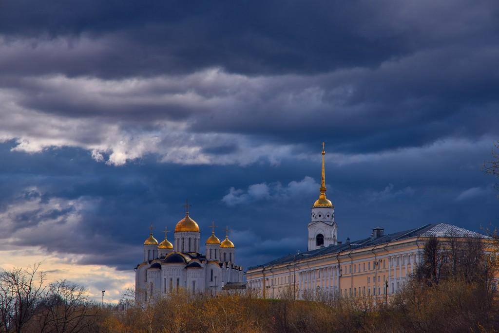 Красивое облачное, предгрозовое небо над Владимиром ( апрель 2018 ) 01