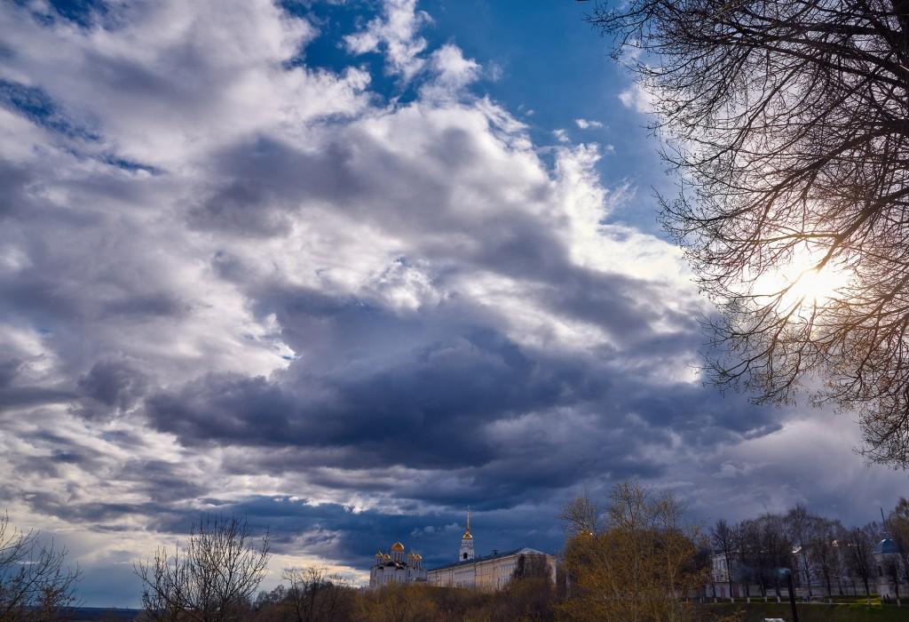Красивое облачное, предгрозовое небо над Владимиром ( апрель 2018 ) 03