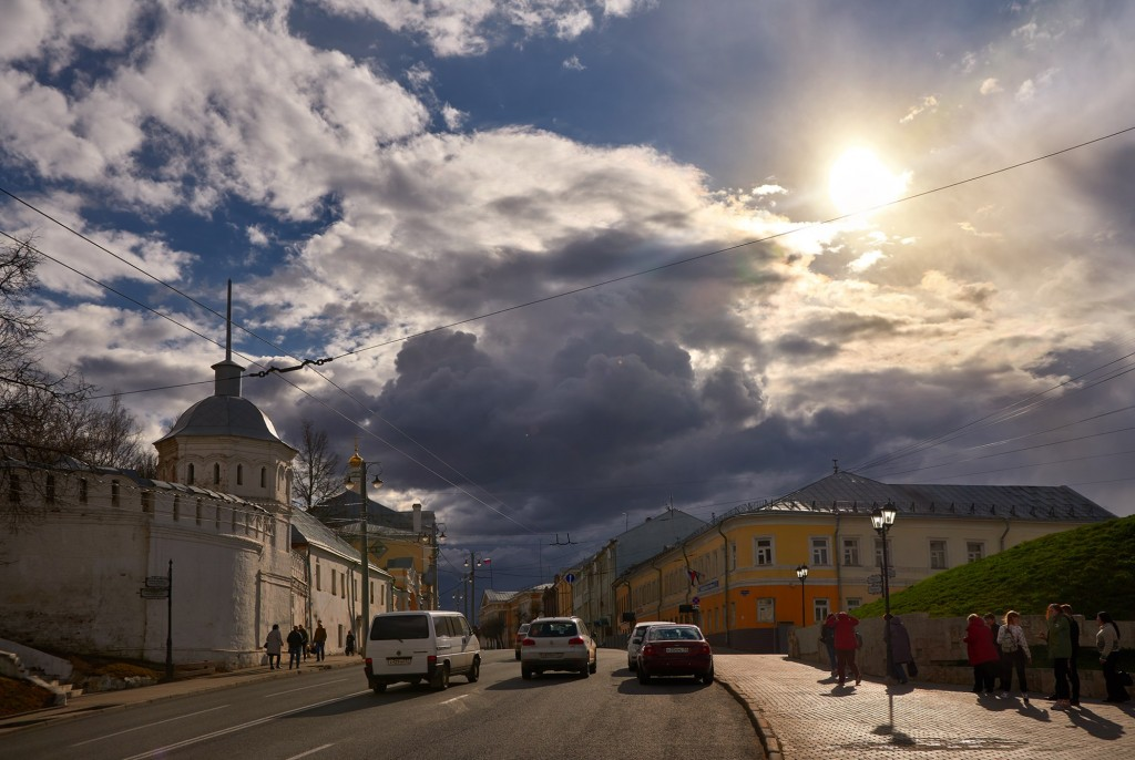 Красивое облачное, предгрозовое небо над Владимиром ( апрель 2018 ) 09