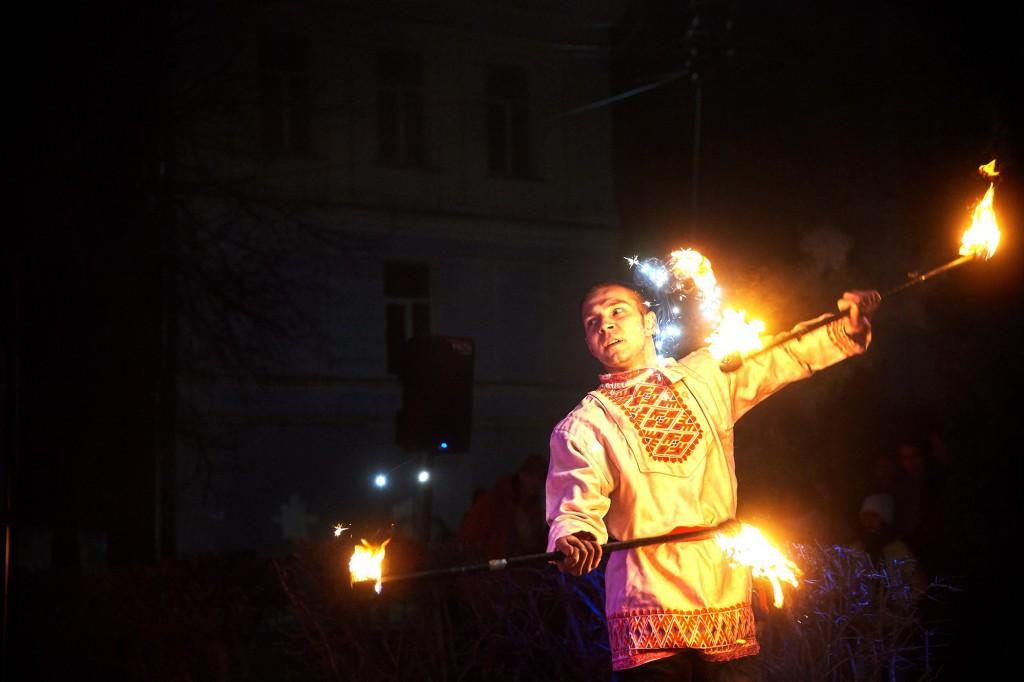 Укротители огня, фаер-шоу на Библионочи 2018 ( апрель, Владимир ) 12