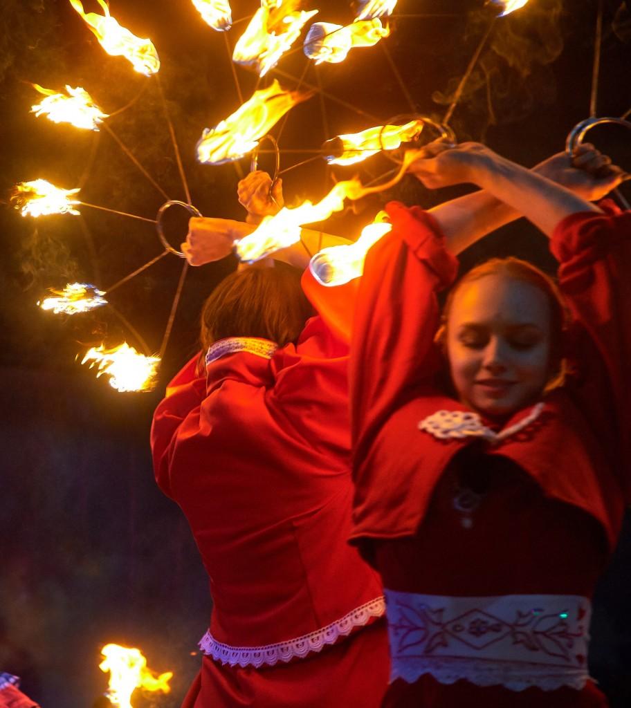 Укротители огня, фаер-шоу на Библионочи 2018 ( апрель, Владимир ) 14