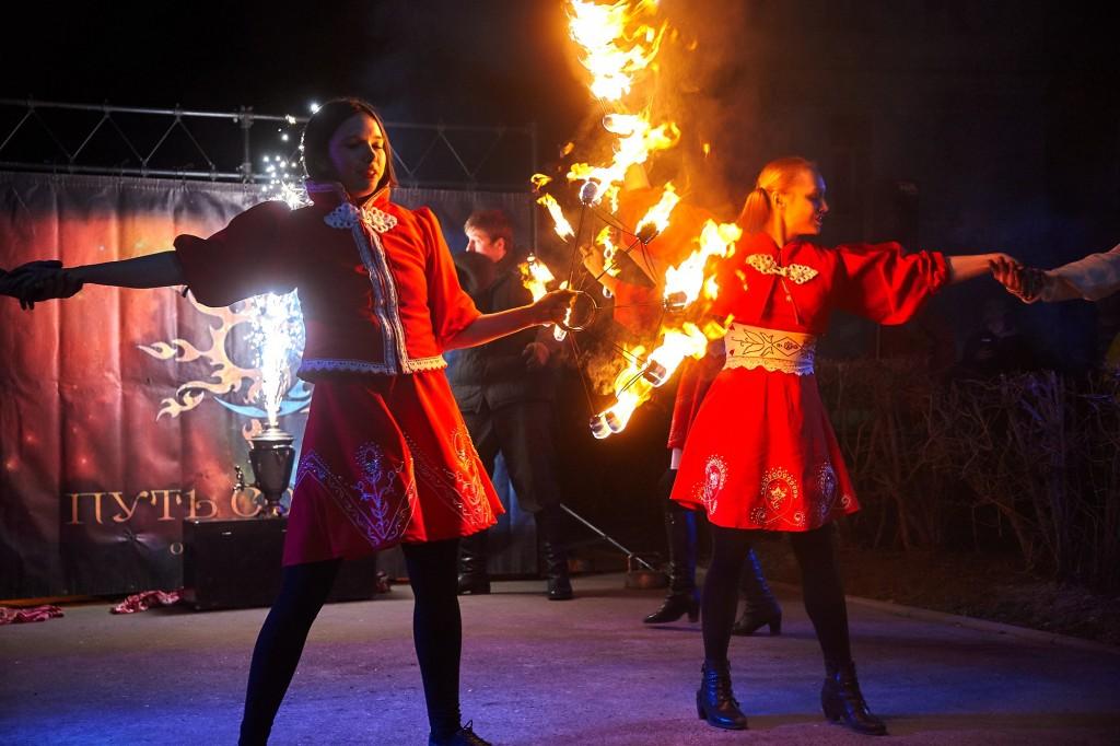 Укротители огня, фаер-шоу на Библионочи 2018 ( апрель, Владимир ) 22