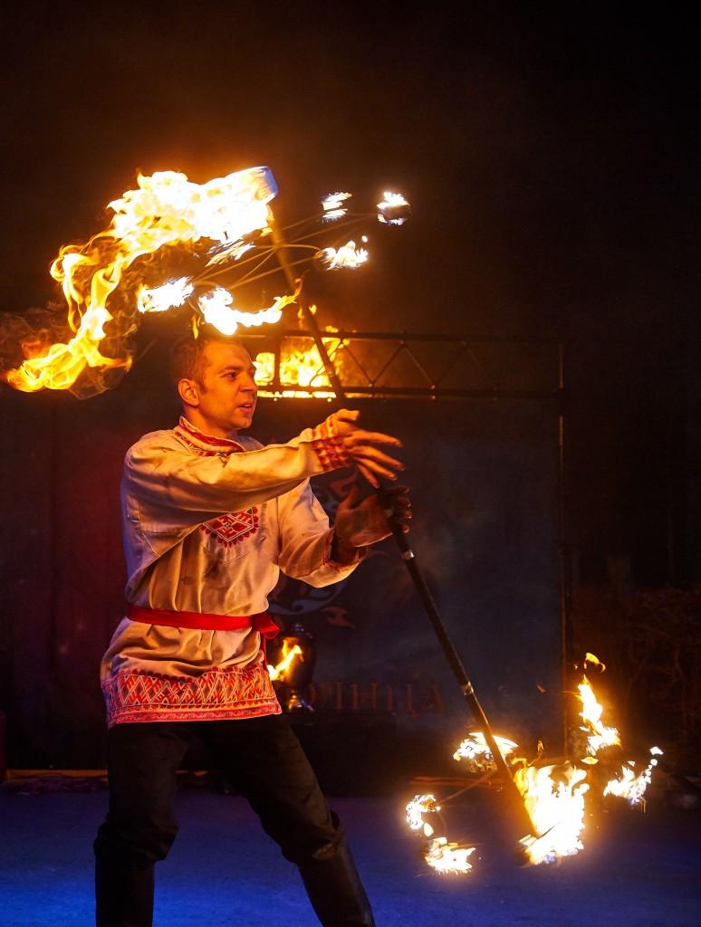 Укротители огня, фаер-шоу на Библионочи 2018 ( апрель, Владимир ) 30