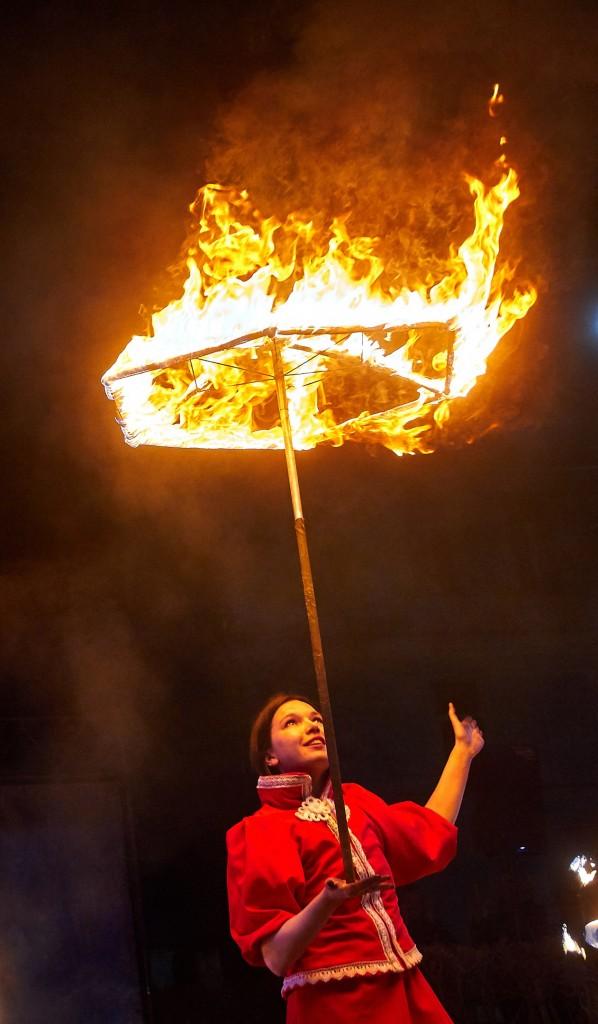 Укротители огня, фаер-шоу на Библионочи 2018 ( апрель, Владимир ) 32