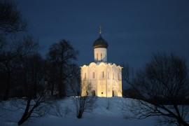 Церковь Покрова на Нерли мартовским вечером