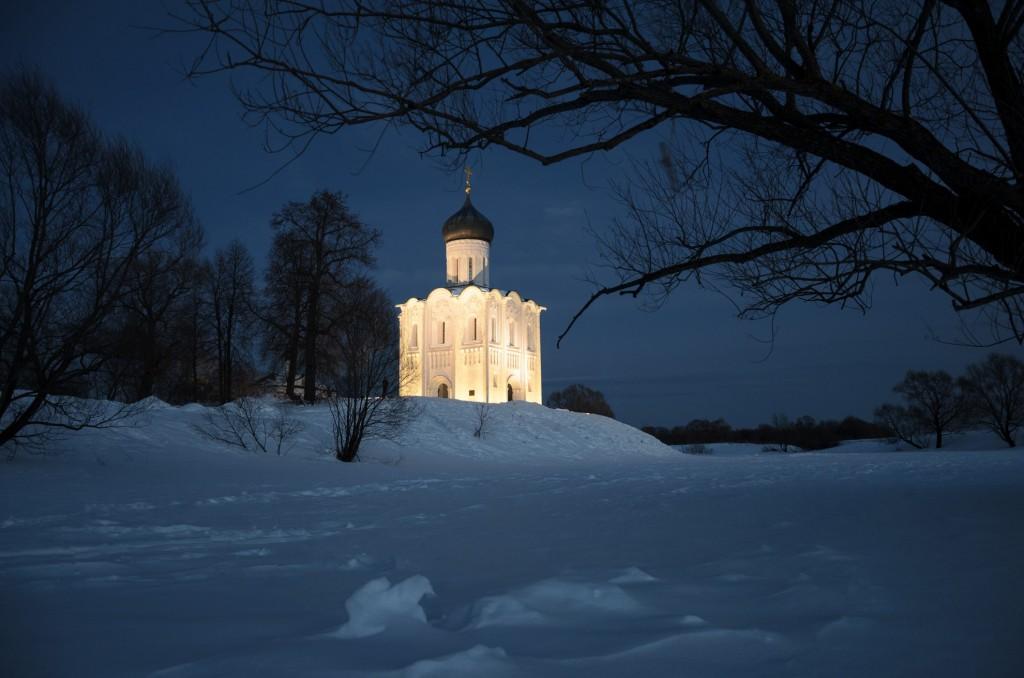Церковь Покрова на Нерли мартовским вечером 02