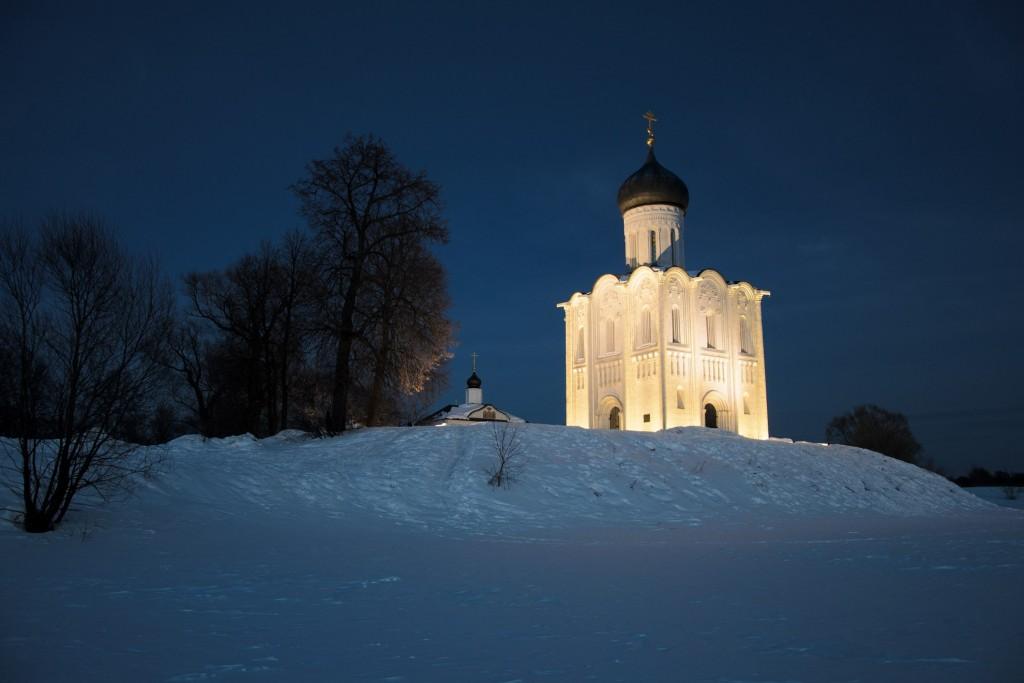 Церковь Покрова на Нерли мартовским вечером 03