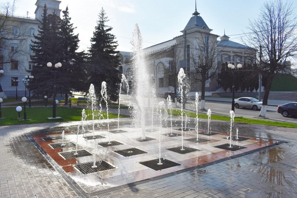 Весна. Владимир. Фонтан на площади Фрунзе 10