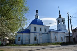 Сретенская церковь на улице Ломоносова во Владимире. Май.