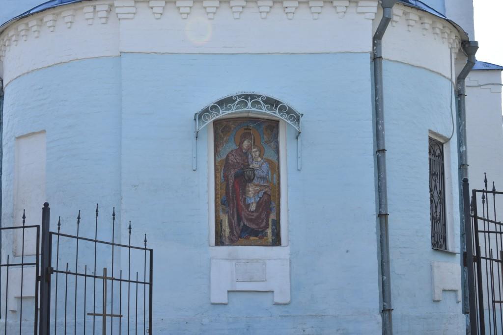 Сретенская церковь на улице Ломоносова во Владимире. Май. 02