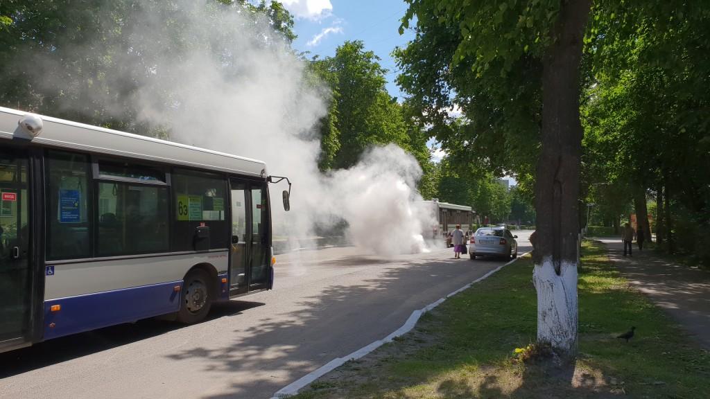 Автобусы на Вербовском, двигатель ушел в разнос