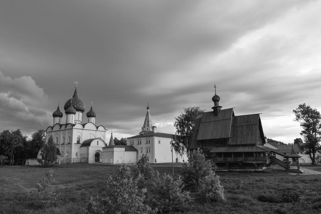 Суздаль. Кремль. Черно-белая серия 01