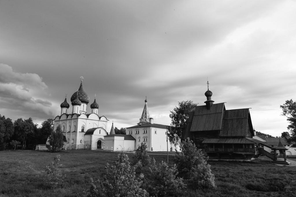 Суздаль. Кремль. Черно-белая серия 06