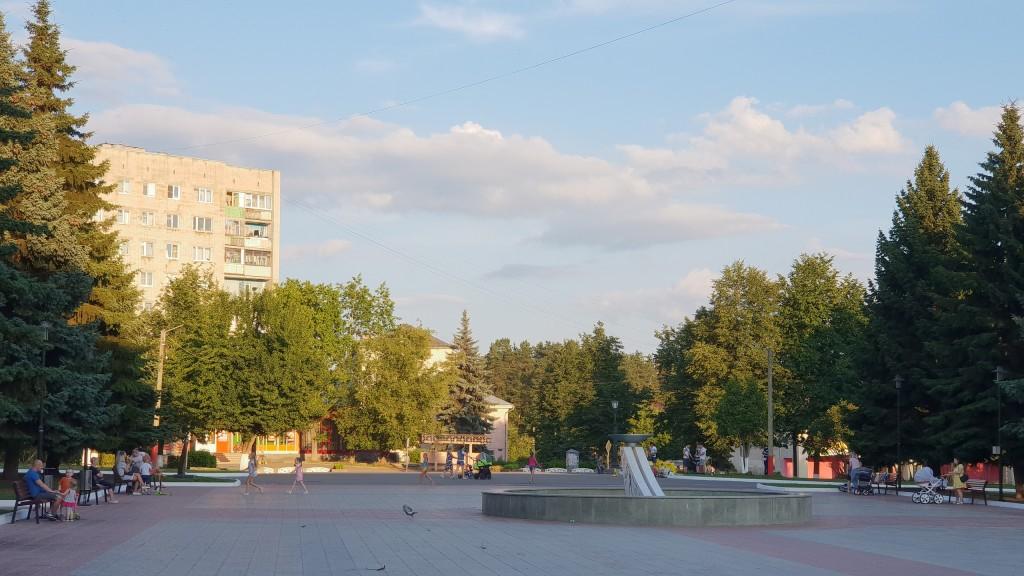 Вербовский, площадь Прокуророва в июле