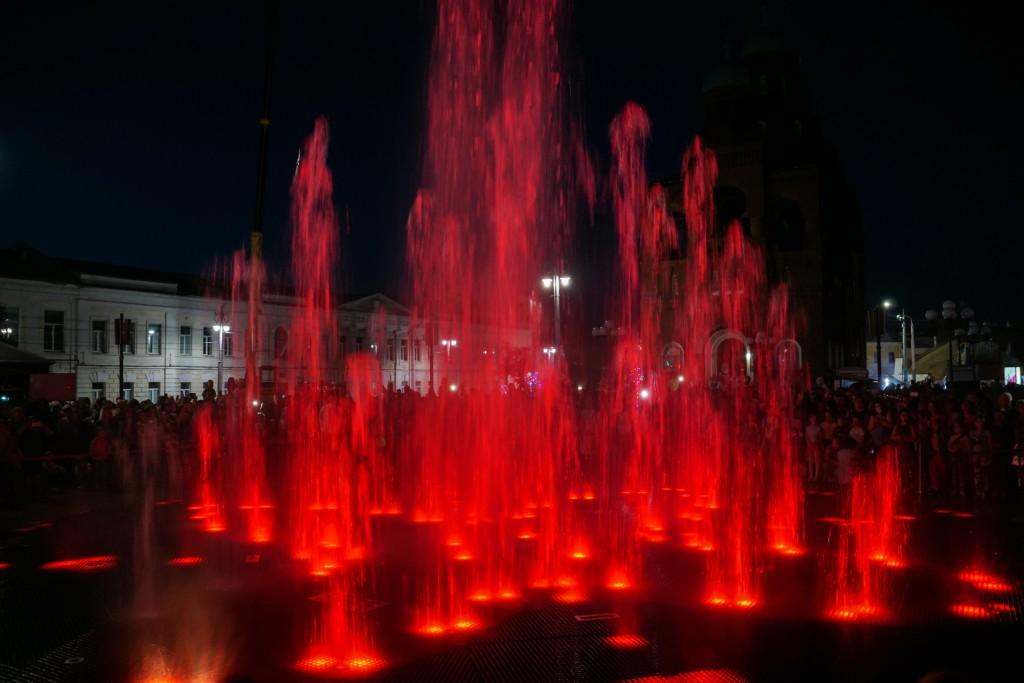 Открытие фонтана и салют на дне города Владимир 01