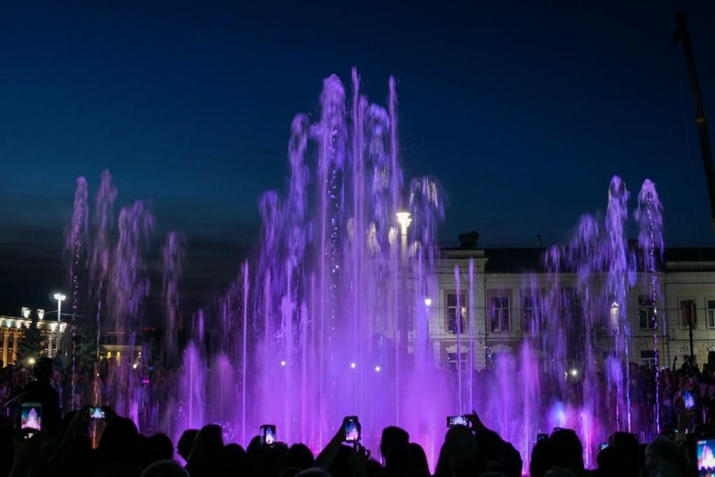 Открытие фонтана и салют на дне города Владимир 03