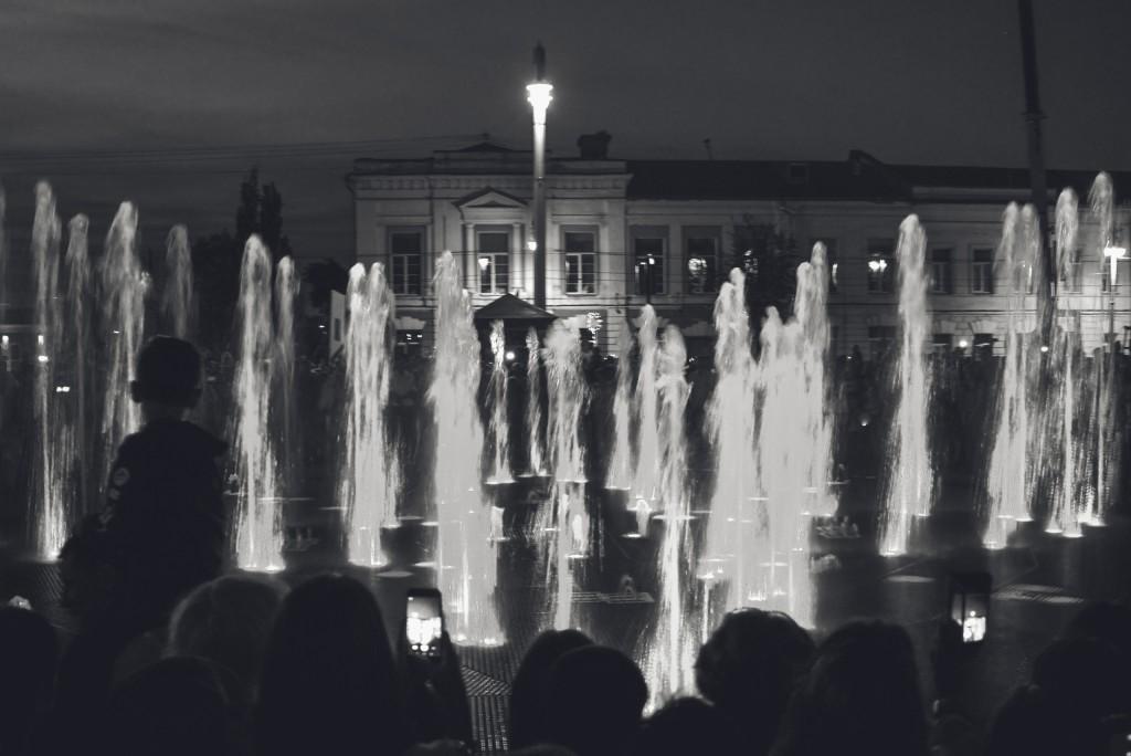 Открытие фонтана и салют на дне города Владимир 04