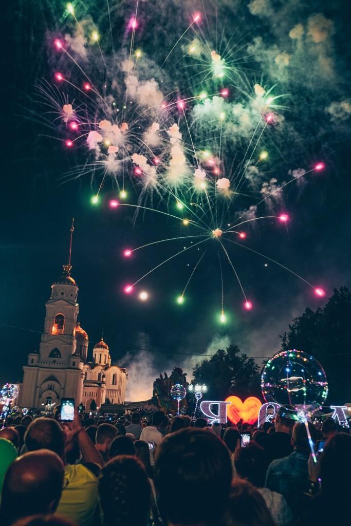 Открытие фонтана и салют на дне города Владимир 08
