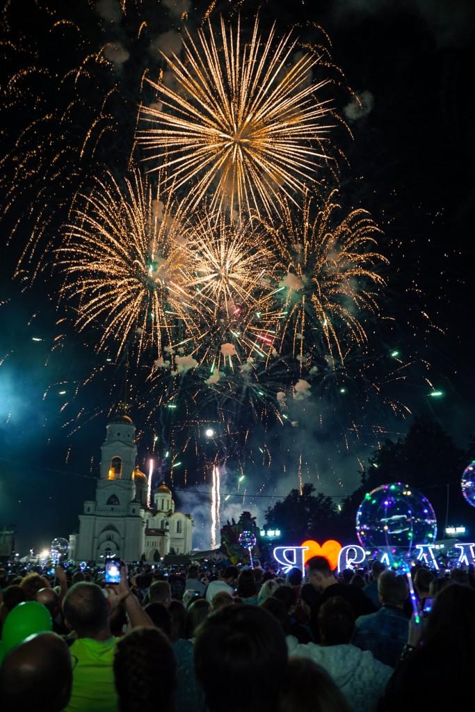 Открытие фонтана и салют на дне города Владимир 10