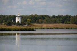 Панорама озера Богдаринского и Часовня Вознесения Господня