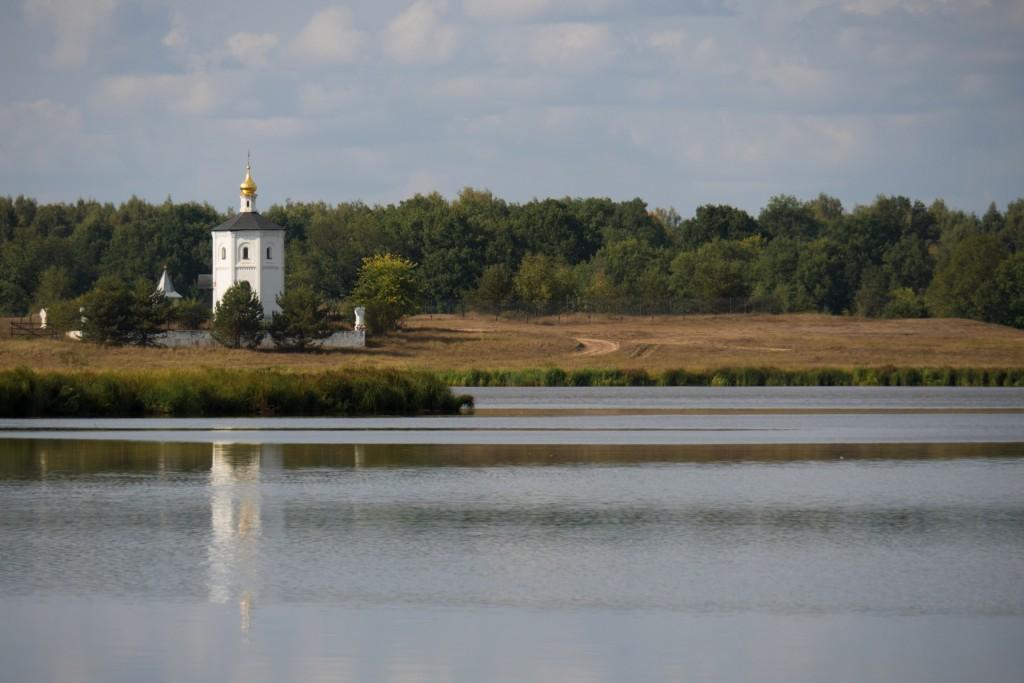 Панорама озера Богдаринского и Часовня Вознесения Господня 01