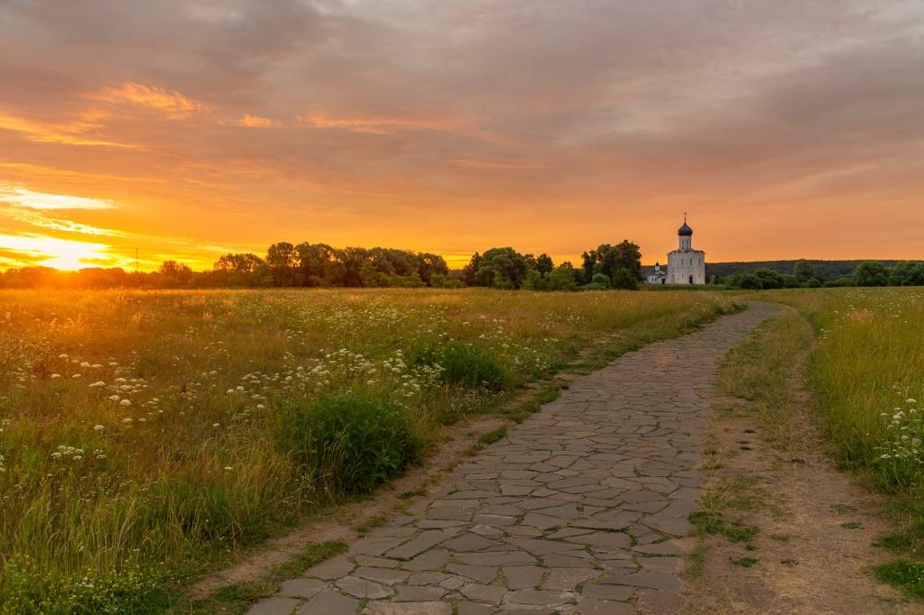 Чудесный, восхитительный рассвет на Покрова-на-Нерли. 02