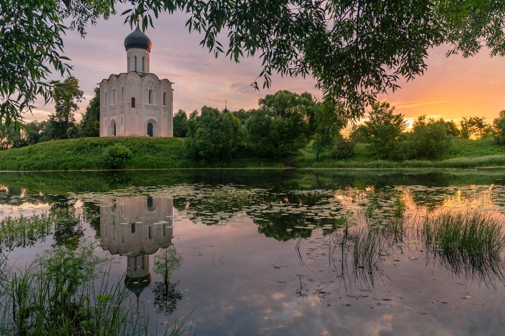 Чудесный, восхитительный рассвет на Покрова-на-Нерли. 05