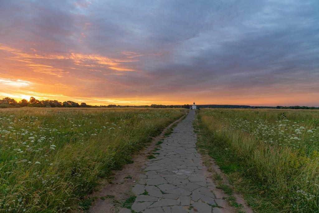 Чудесный, восхитительный рассвет на Покрова-на-Нерли. 06